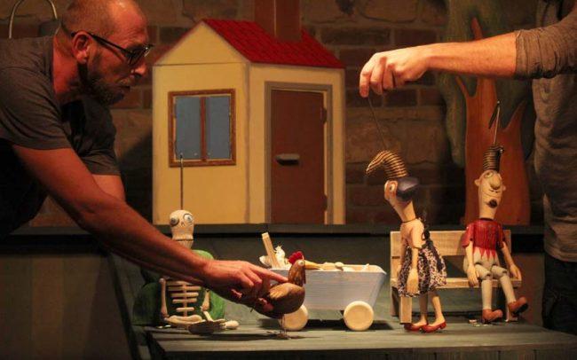 Lokvar Kašpárek domek staví